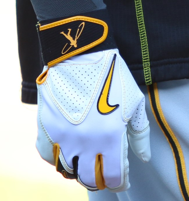 What Pros Wear Andrew McCutchen's Swingman Batting Gloves What Pros ...