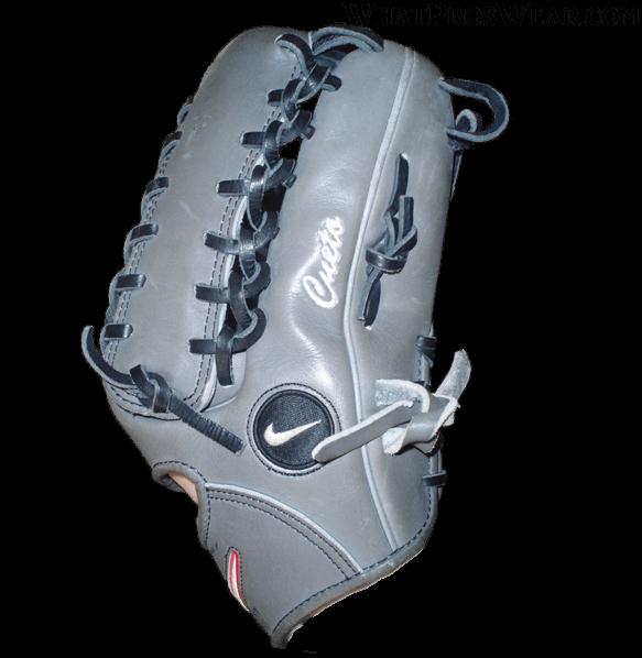 johnny-cueto-glove