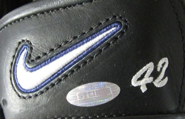 mariano-glove-close-up