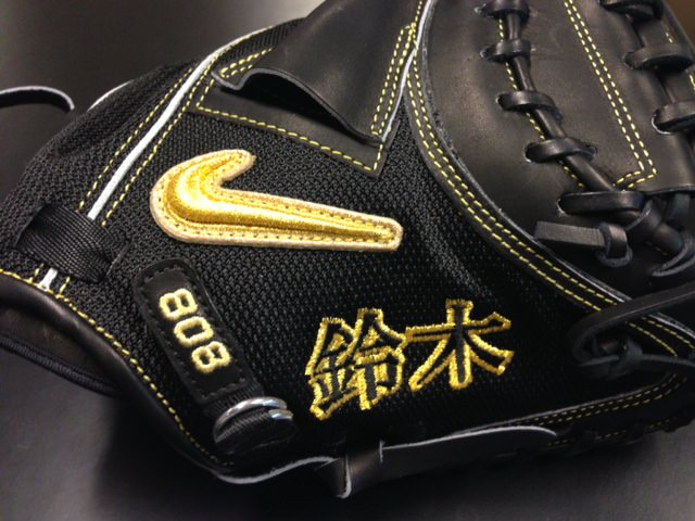 A close-up of Kurt Suzuki's Nike SHA|DO Elite J Leather via @t_vett