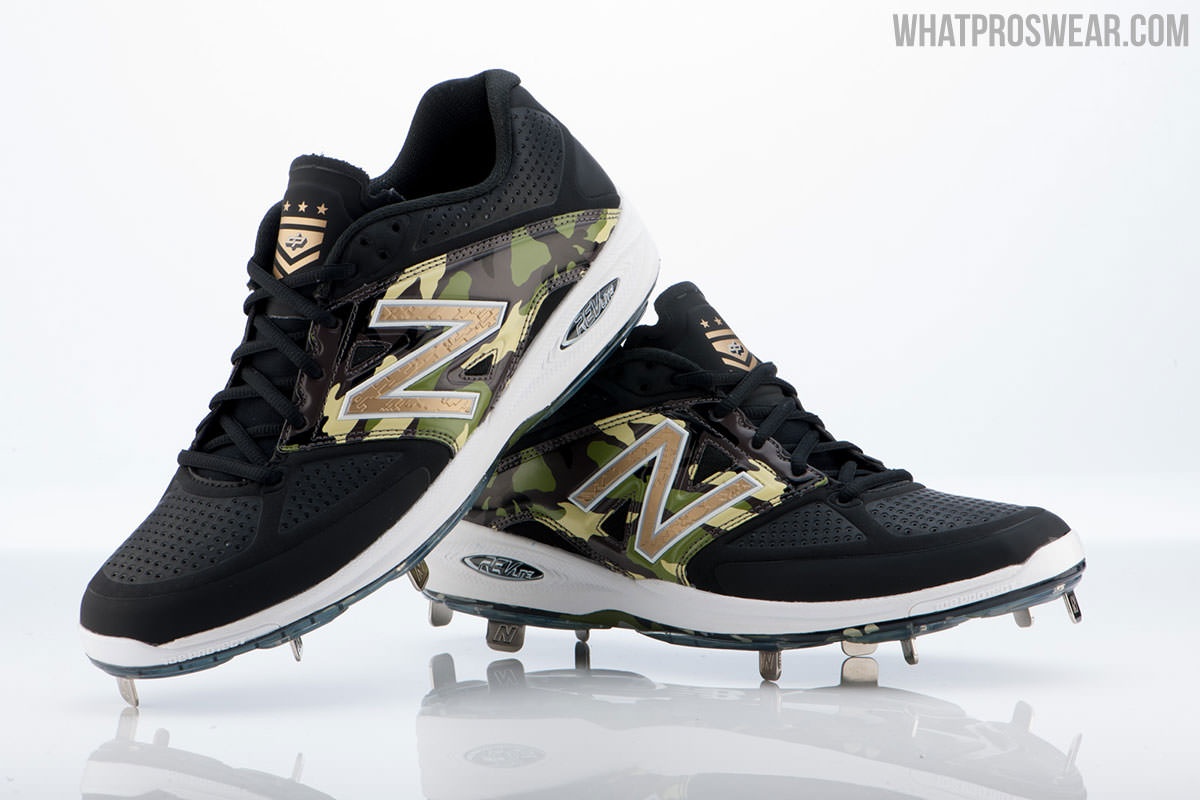 4-Dustin-Pedroia's-New-Balance-4040v2-Memorial-Day-Cleats