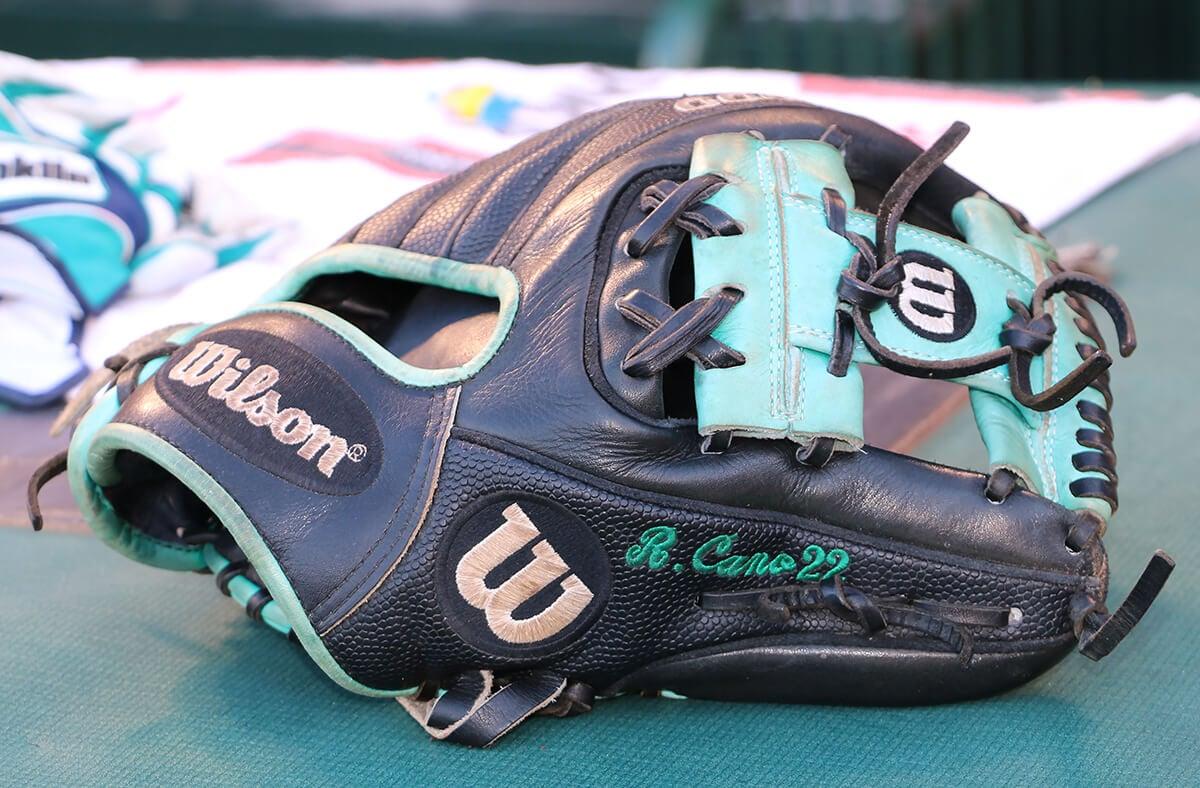 cyber monday baseball glove deals