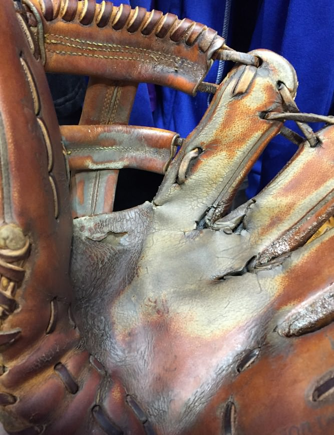 troy-tulowitzki-glove-2