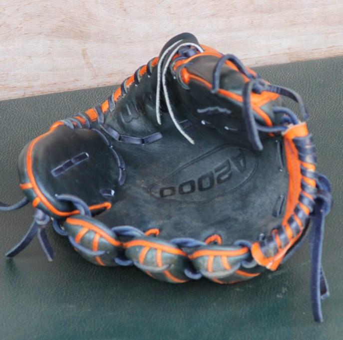 jose-altuve-wilson-a2000-glove-3