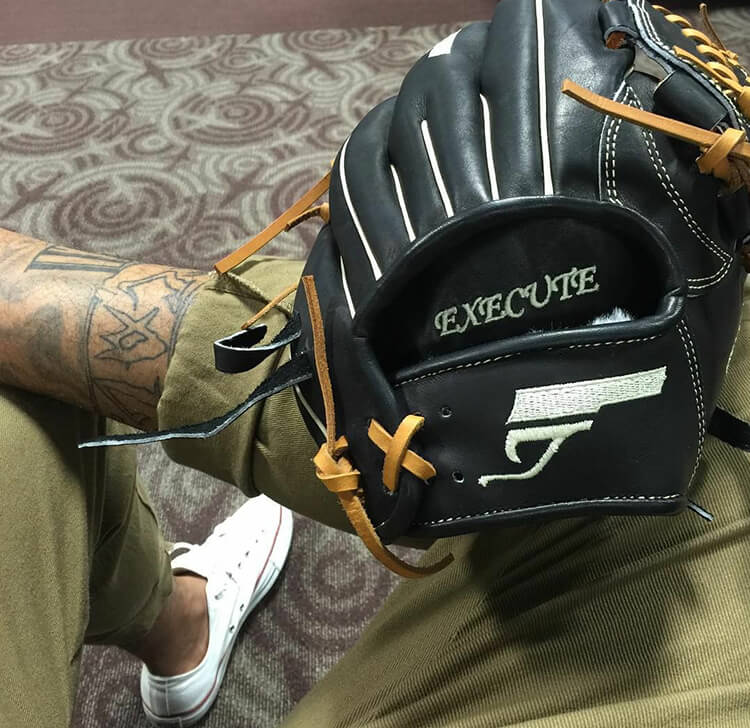 Peter Tago's Glovefactory Glove (White Sox)