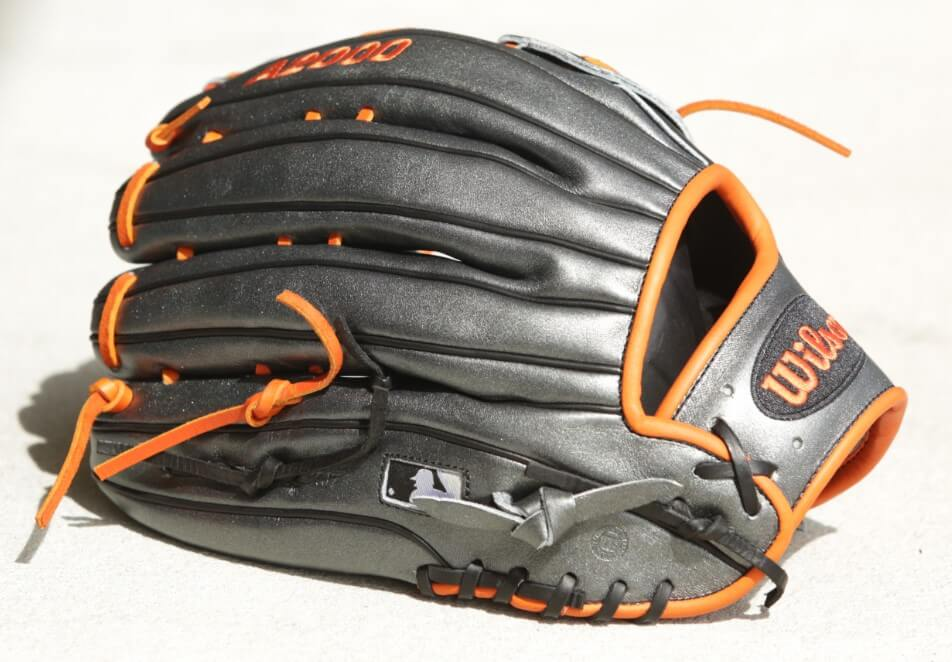 Marwin Gonzalez' Wilson A2000 DW5 Glove 2