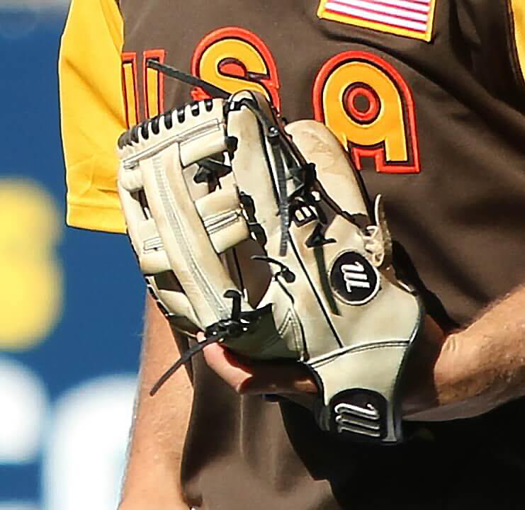 Bregman Marucci Single Post Glove