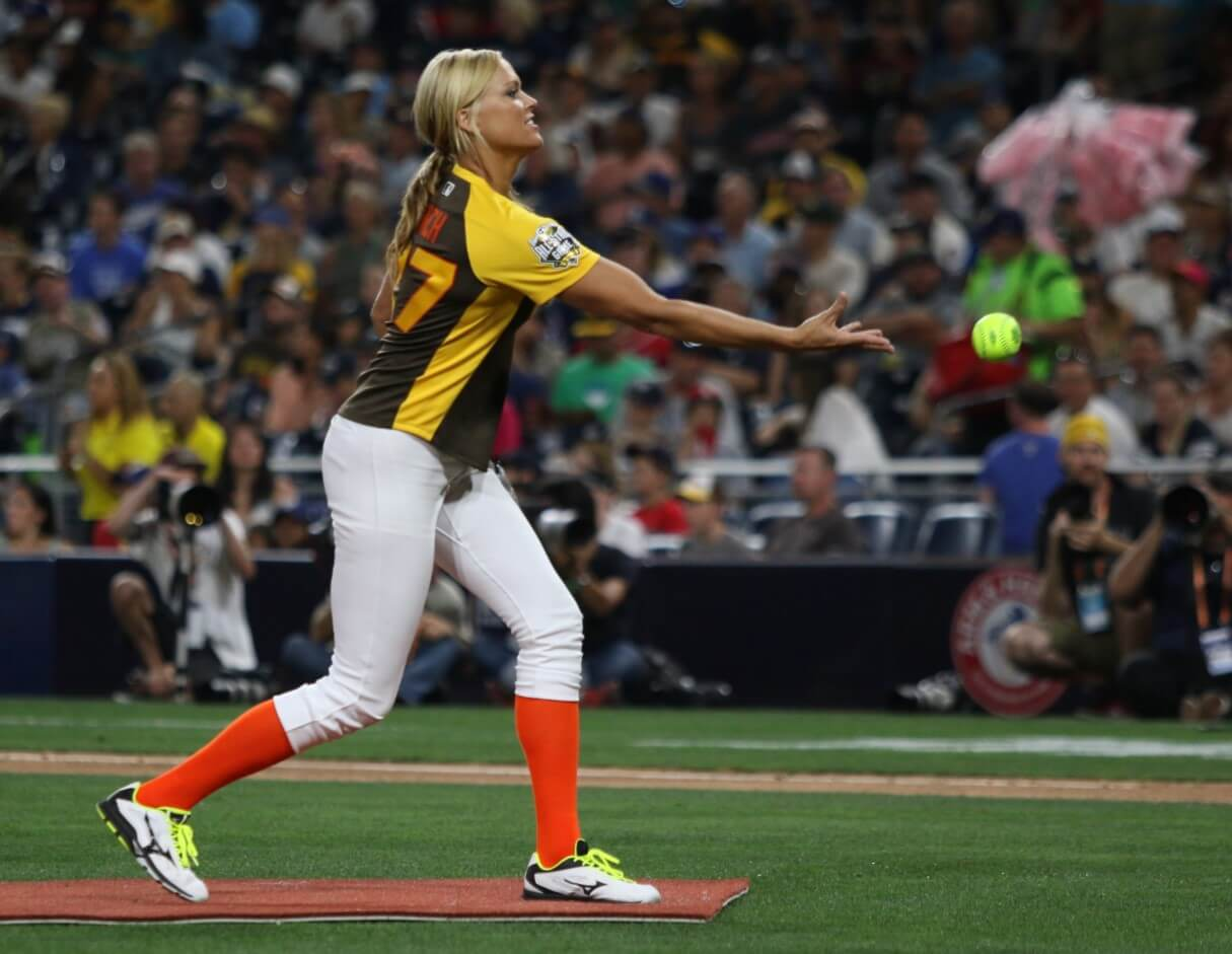 Jennie Finch Pitching