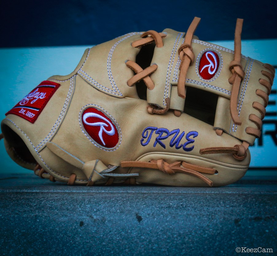 c09e107f8b0c What Pros Wear Trevor Story s Rawlings Heart of the Hide PROS12IC ...