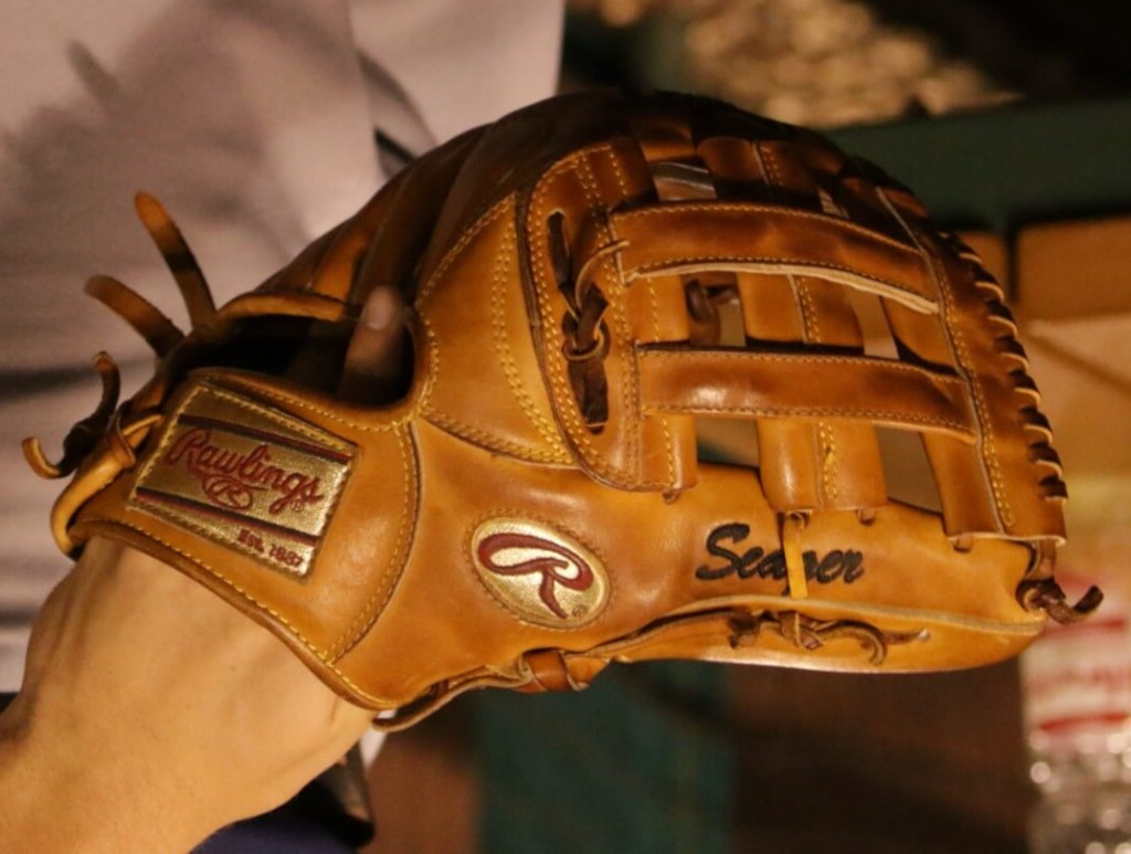 Kyle Seager Rawlings Glove 3