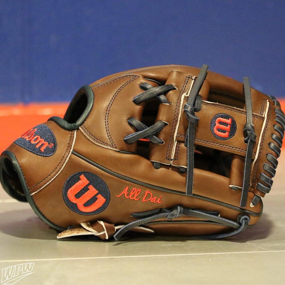 Dansby Swanson Glove 1