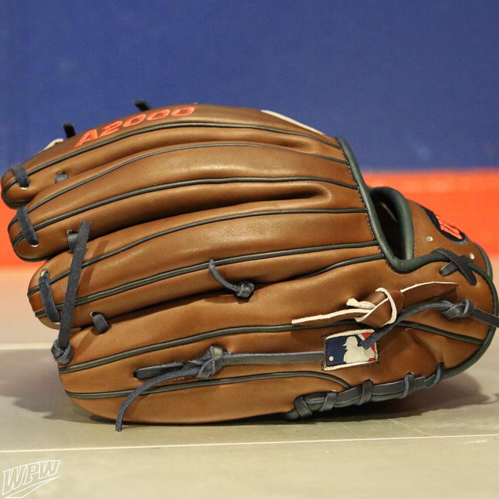 Dansby Swanson Glove 3