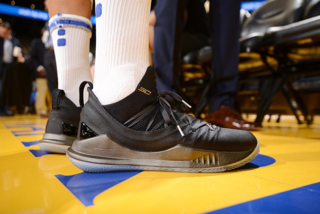 c7844cc1 What Pros Wear: Steph Curry's Under Armour Curry 5 Shoes - What Pros ...
