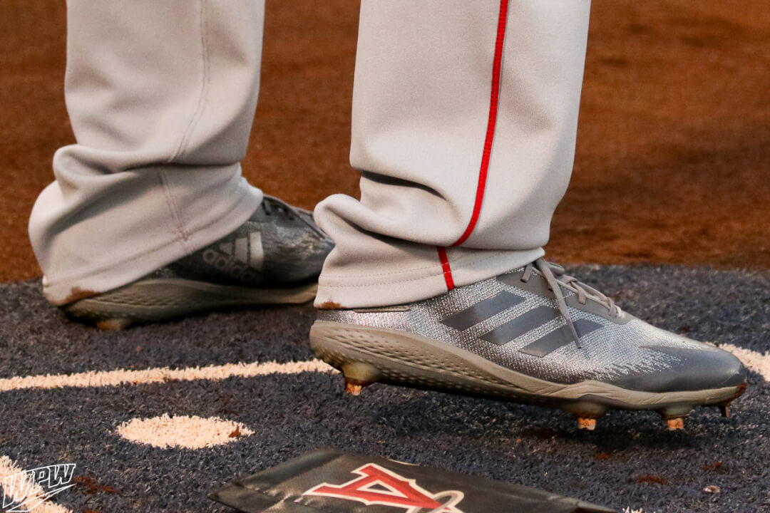 """55e6ced0021c Andrelton Simmons prefers Adidas' adiZero Afterburner line of cleats,  currently wearing the Afterburner 5. We saw Simmons in the """"Dipped"""" silver  colorway of ..."""